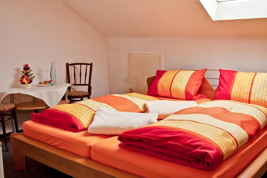 zimmer der kategorie c zum lieben augustin. Black Bedroom Furniture Sets. Home Design Ideas